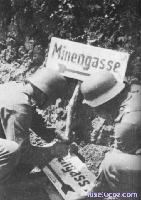 немецкая табличка на минном поле